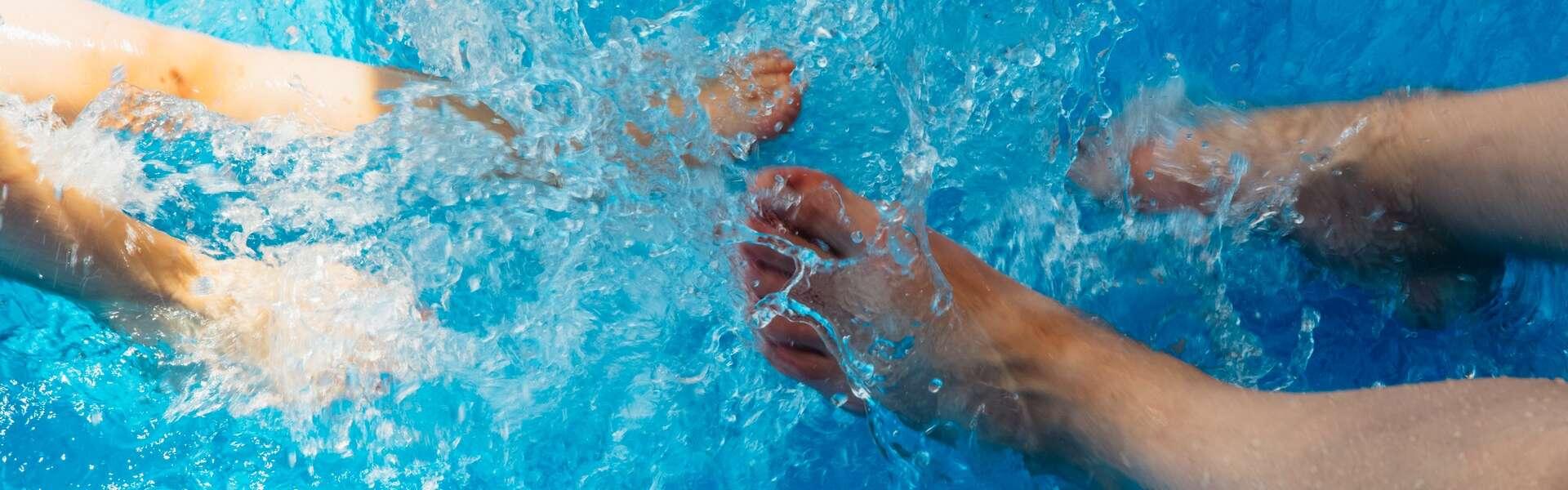 Jalat uima-altaassa